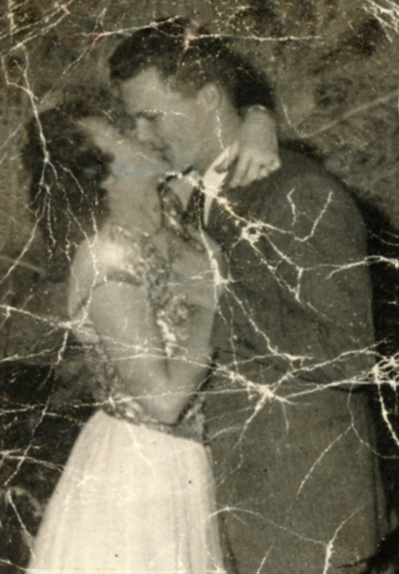 Dan and Dorothy Noorlander under the mistletoe in 1945