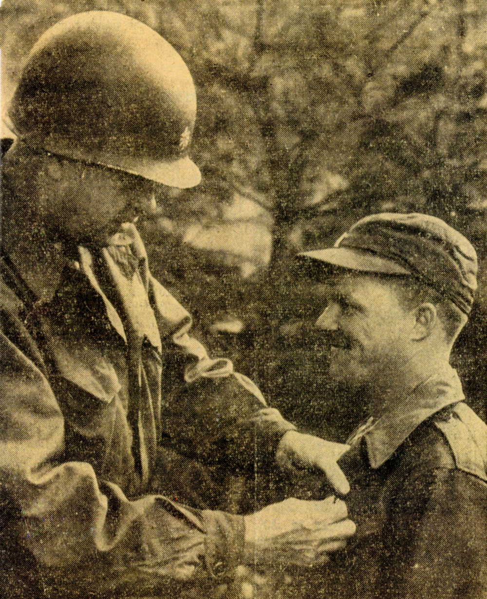 Dan Noorlander receiving Bronze Star Medal